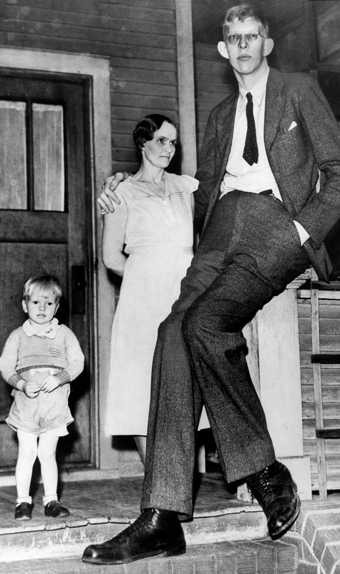 The Tragic Short Life Of The World's Tallest Man - Atchuup
