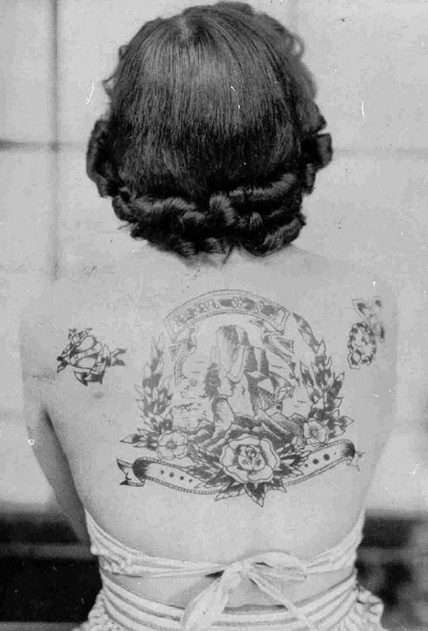 vintage photos - women with tattoos 1
