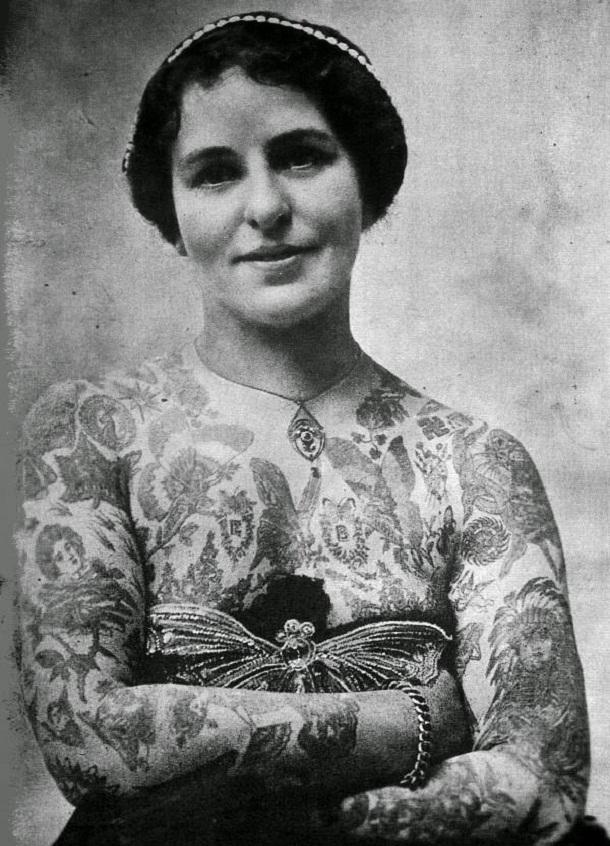 vintage photos - women with tattoos 13