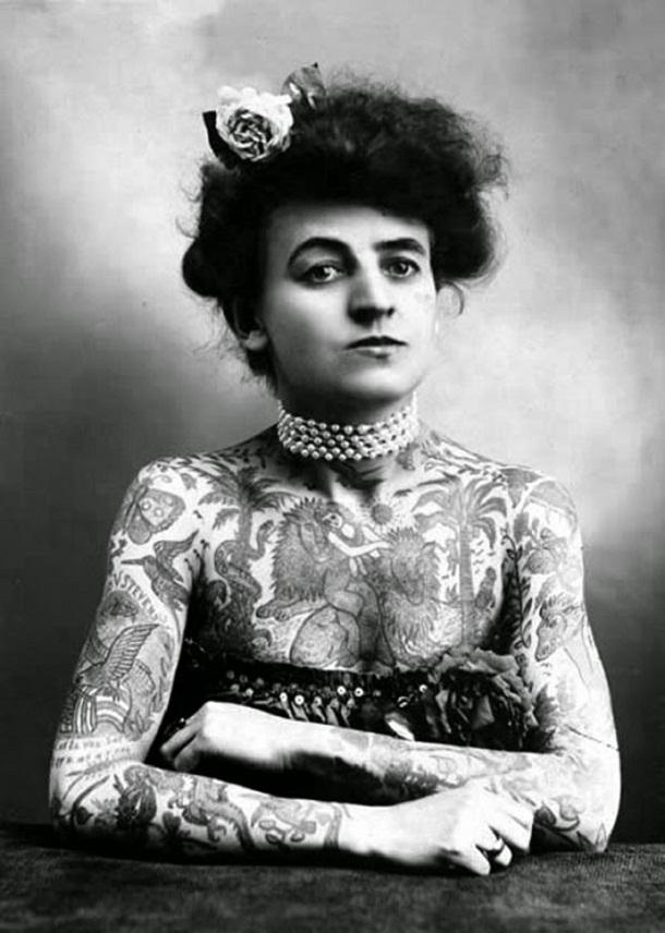 vintage photos - women with tattoos 4