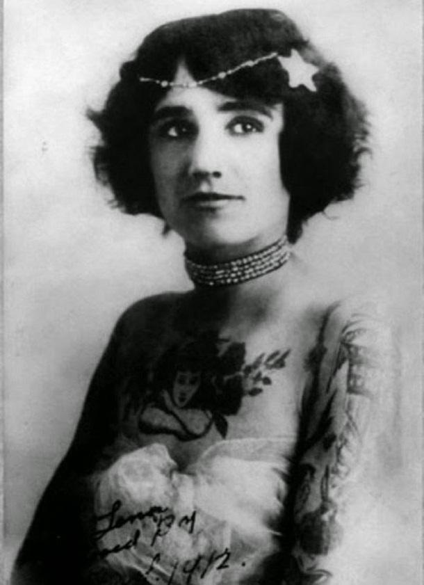 vintage photos - women with tattoos 5