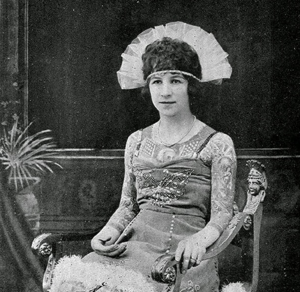 vintage photos - women with tattoos 6