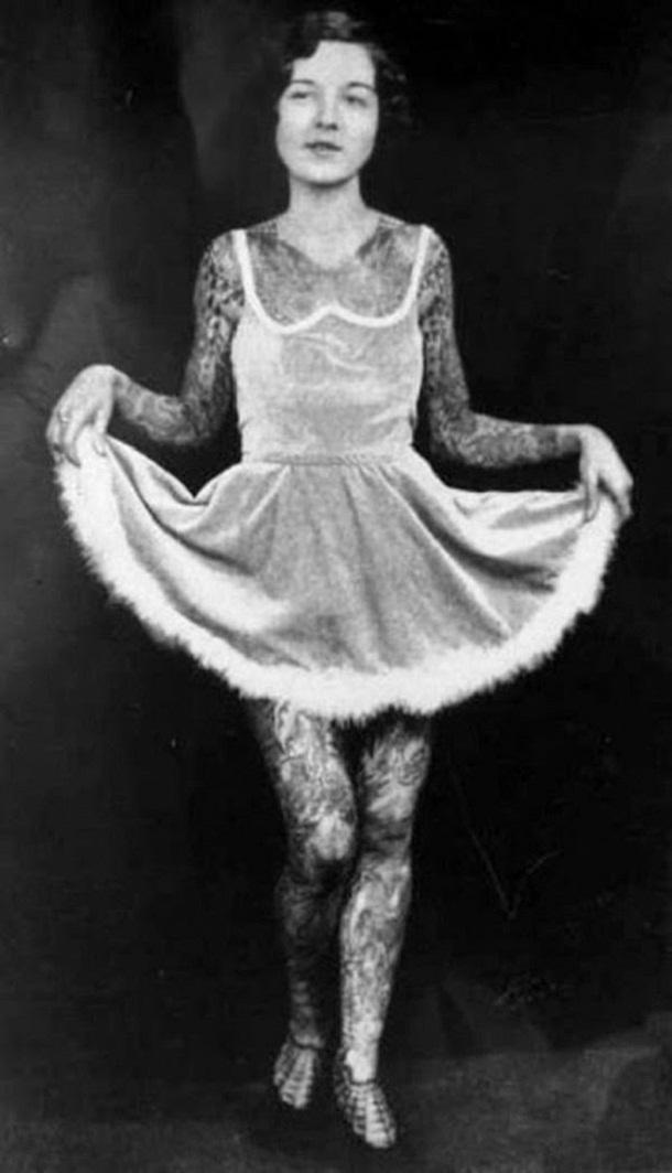 vintage photos - women with tattoos 7