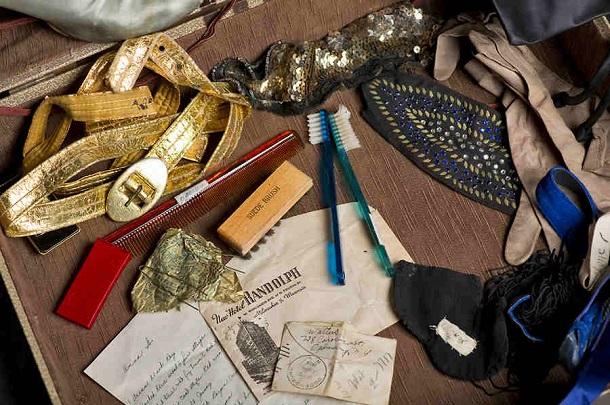 Anna G suitcase 2