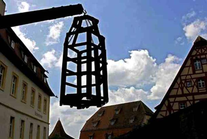 brutal torture devices - coffin torture