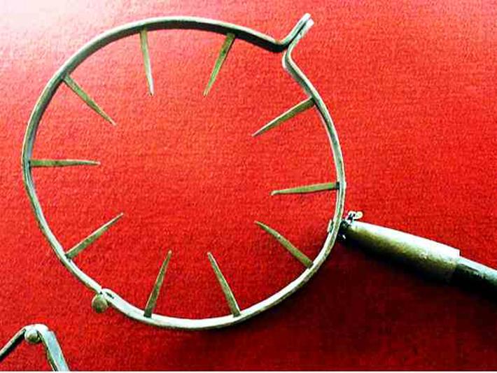 brutal torture devices - neck torture