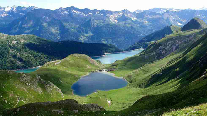 heart-shaped islands - lago di tom switzerland