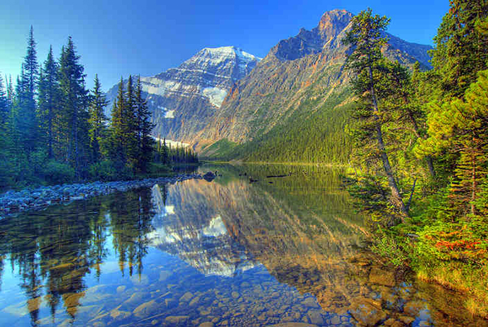 14 Breathtaking Pictures Of The Most Beautiful Place In Canada Atchuup Cool Stories Daily