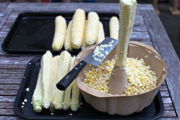 food hacks -  corn off cob