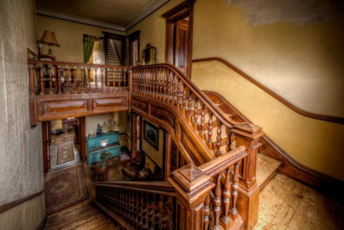 1875 Victorian Mansion Is On Sale For Cheap Price But No One