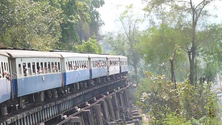 scariest train rides - burma-thailand railway (2)