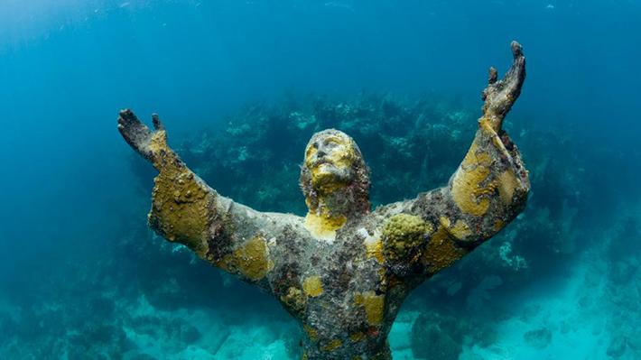 underwater sculpture 1