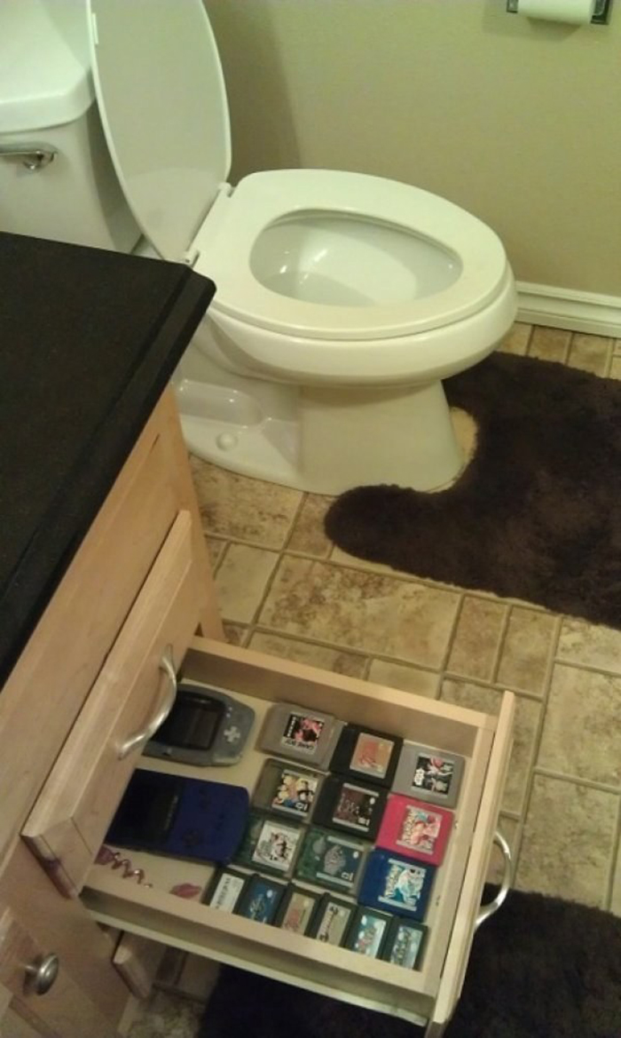 bathroom-gaming-1
