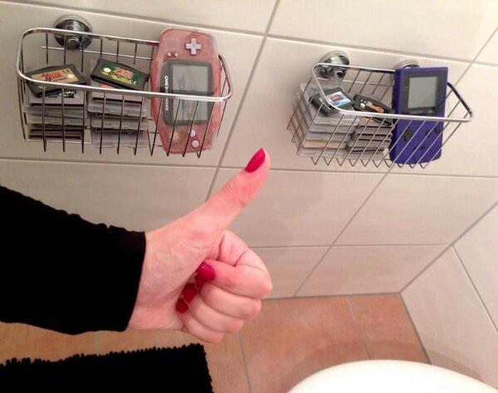 bathroom-gaming-2